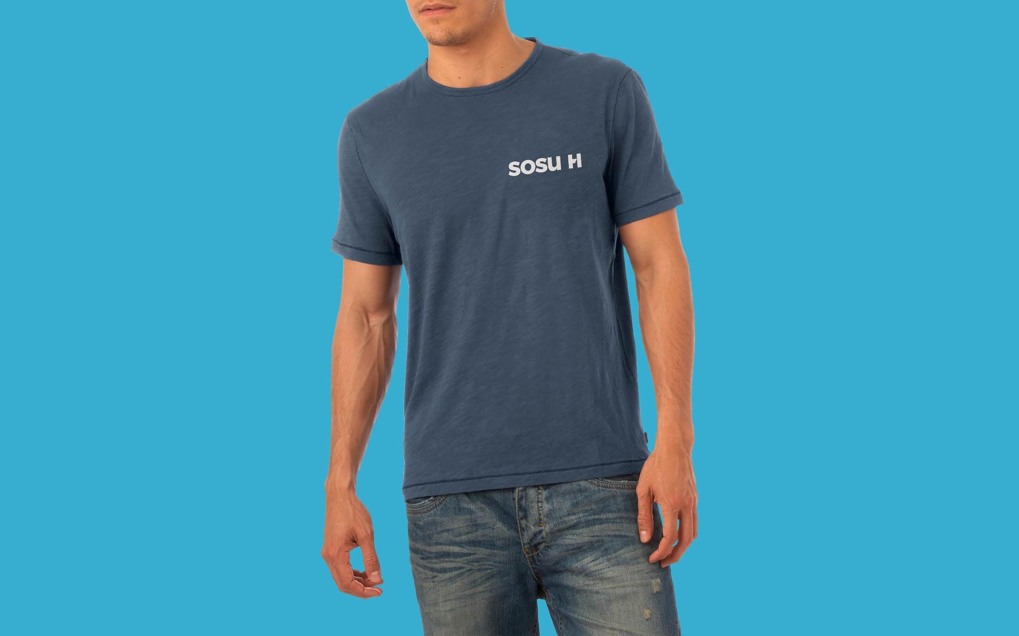 Eksempel på t-shirt som del af designmanual for SOSU H